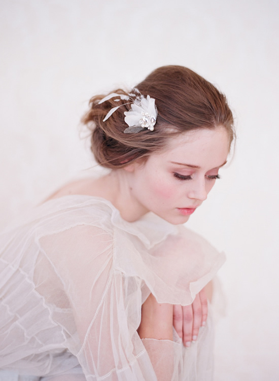 Bride hairstyles: original accessories
