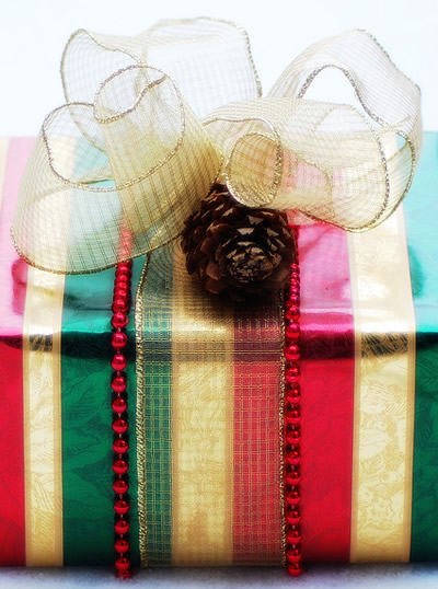 Christmas wedding favors Christmas is synonymous of presents and gift